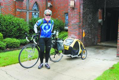 Marathon cyclist stops in Moulton