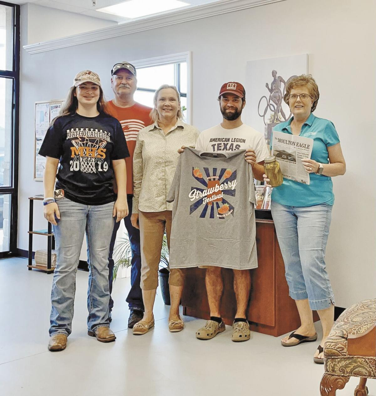 'A tale of two cities' Texas family visits Moulton from hometown of same name
