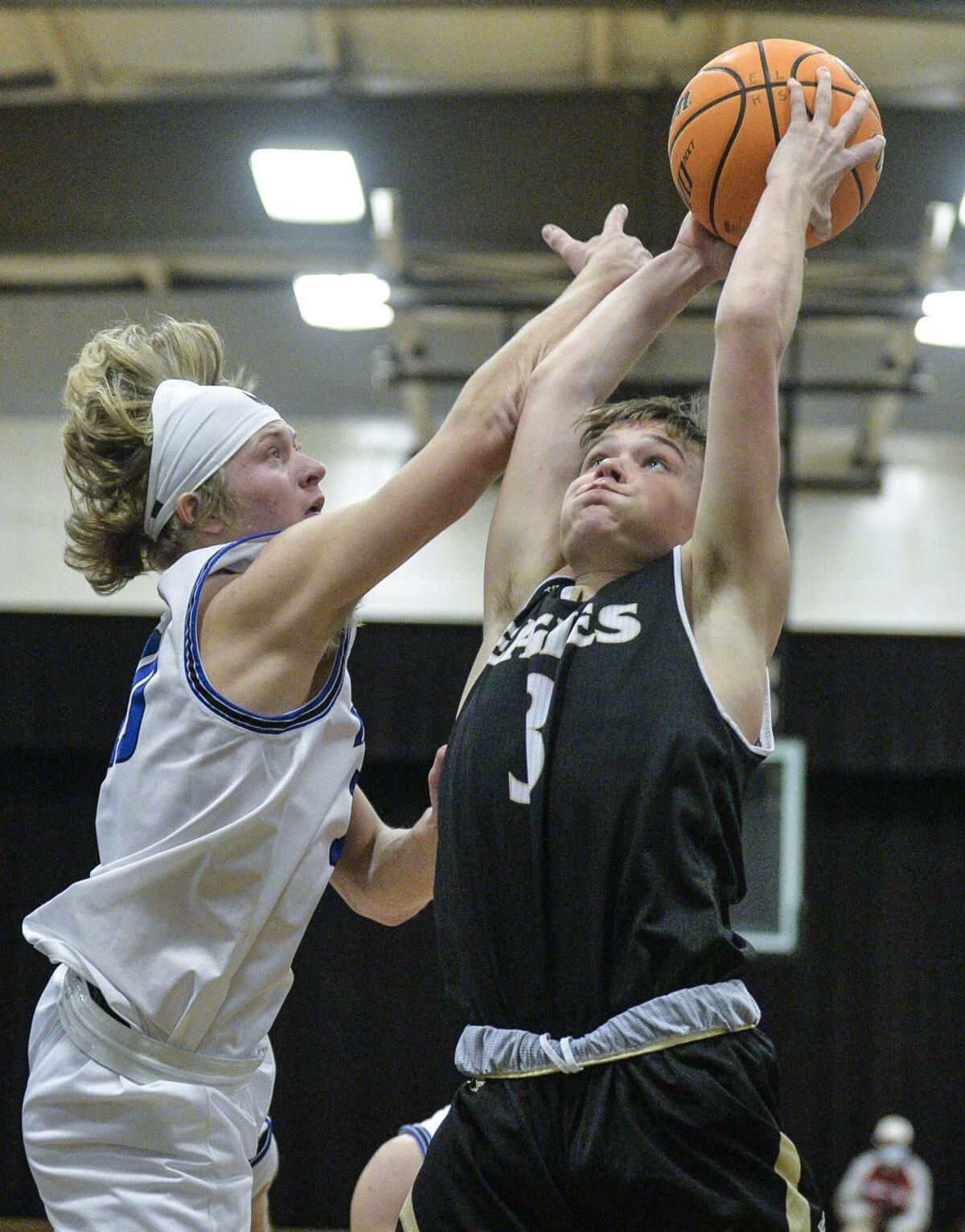 Davenport leads East Lawrence to stunning upset over Hatton