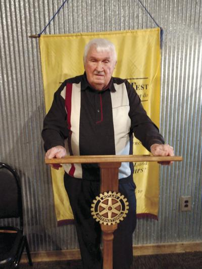 War hero Earl Smith speaks to Rotary