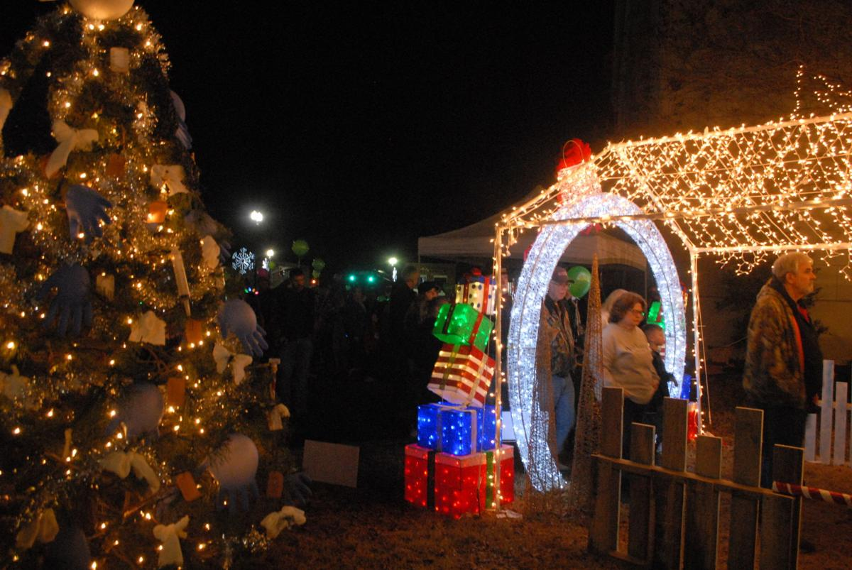 Christmas on the Square draws visitors from Lawrence and surrounding counties to Moulton