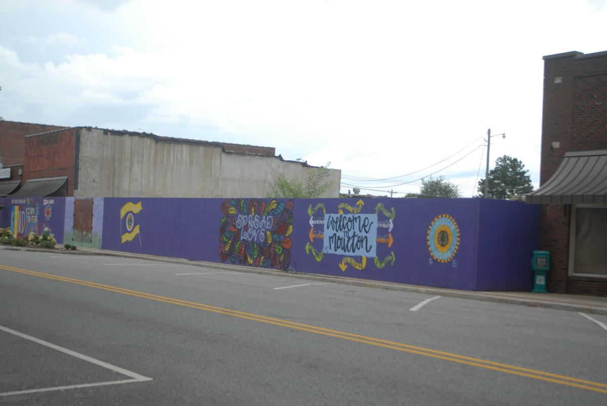 Moulton Lions Club Mural nears completion