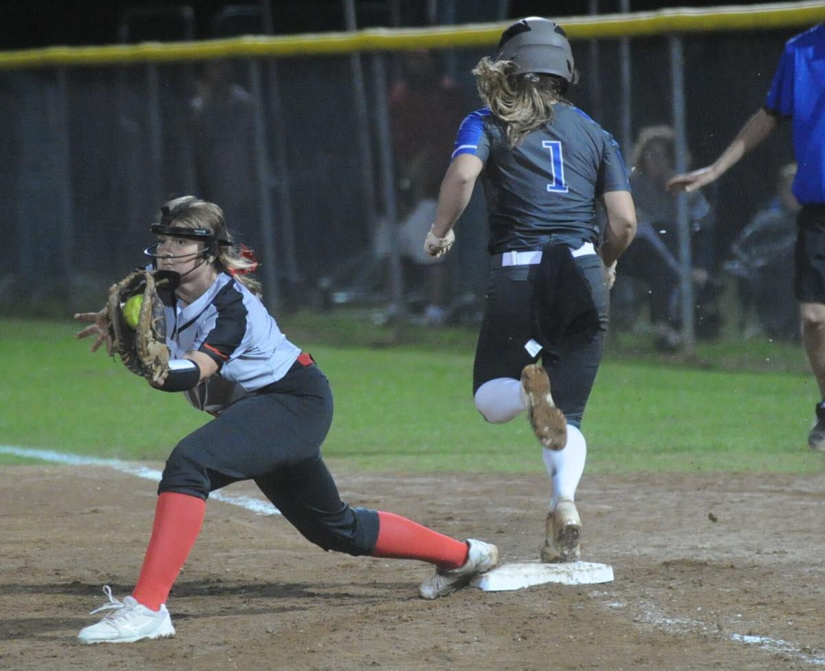 Shelton's big hit lifts Red Devils over Hatton
