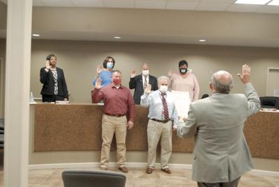 Moulton Mayor, Council members take oaths of office