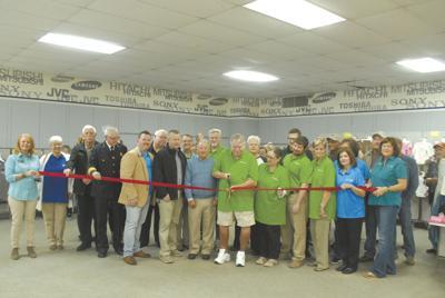 Dixie Deals opens in Moulton