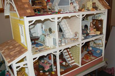 Diminutive Dwellings_dollhouse.JPG