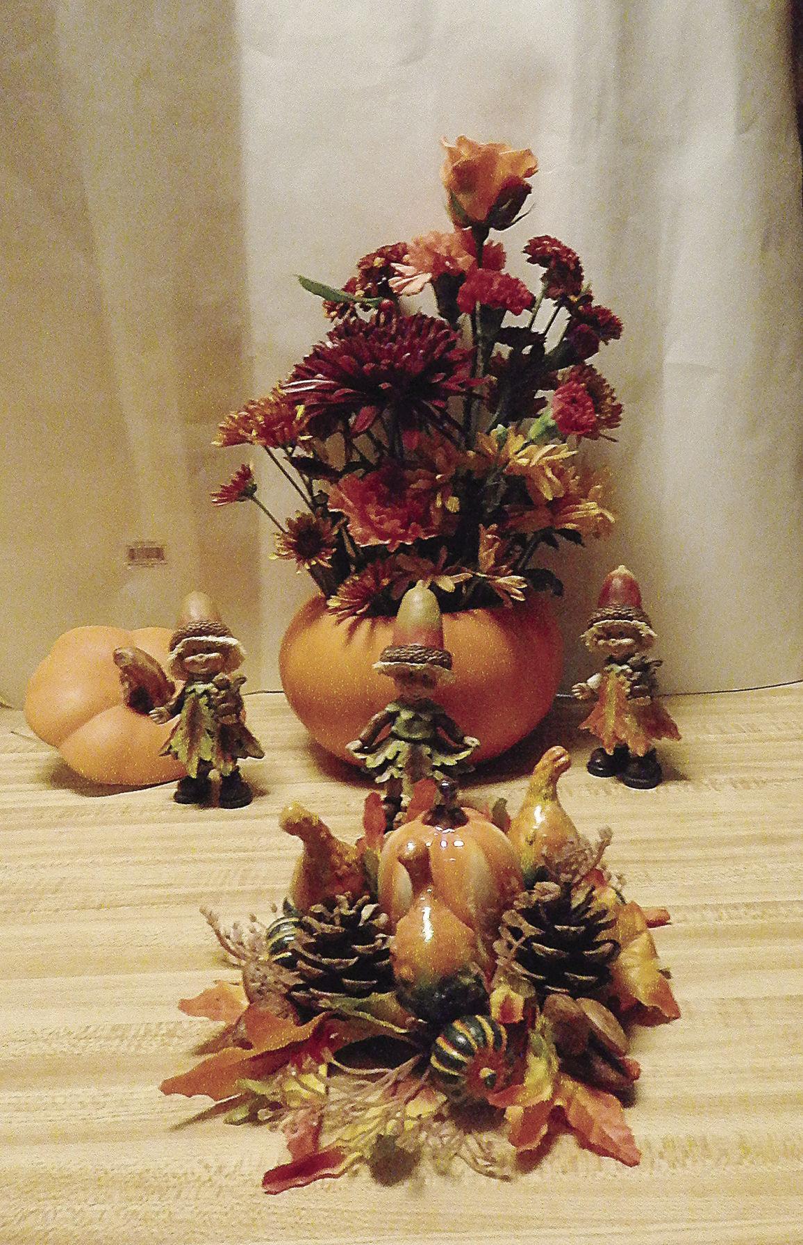 Lorena Barhite displays fall design for Magnolia Garden Club ...