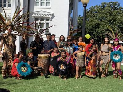 Dancers Azteca