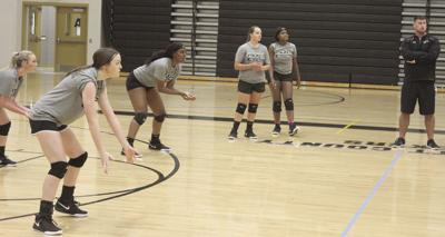 Packer volleyball preparing