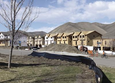 20-04-01 Construction Sweetwater 1 Roland C.jpg