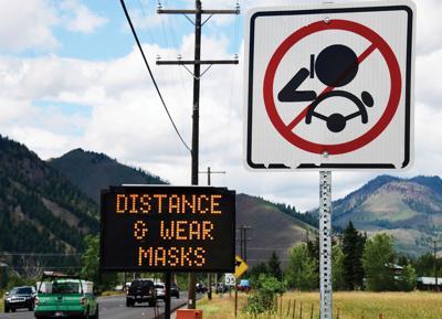 20-07-03 Social Distancing Mask sign 6 Roland.jpg