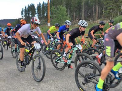 19-07-31 mountain bikers@.jpg