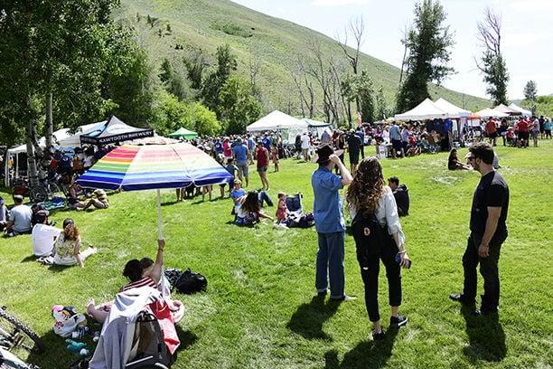 19-07-10 Riverfest 1 Roland.jpg