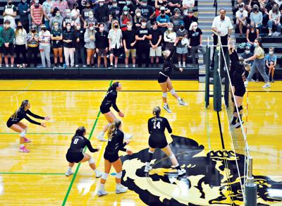 21-09-10 Wood River Volleyball 2 Roland.jpg