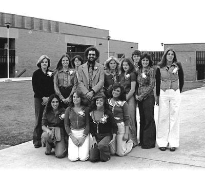20-07-03 wrhs volleyball 1977