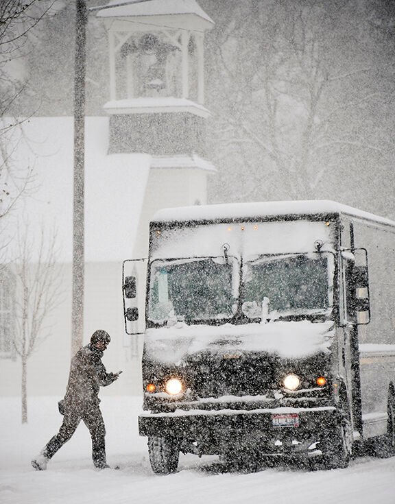 20-11-18 UPS delivery Storm 1 Roland.jpg