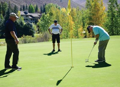 21-09-29 Realtor Gives Golf Tournament 3 Roland.jpg