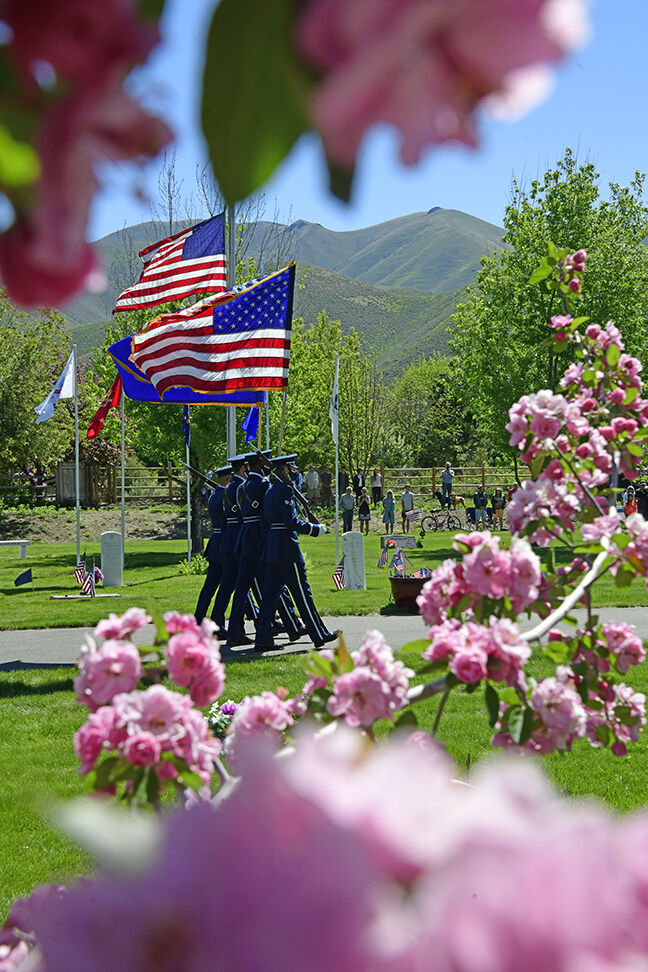 21-06-02 memorial Day Hailey cemetery 1 Roland.jpg