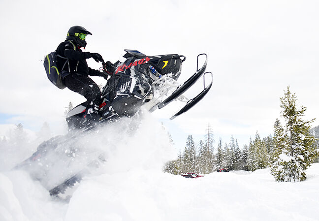 21-02-03 Snowmobiling Boulders 3 Roland.jpg