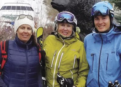 19-04-10 three skiers photobox@ CMYK.jpg