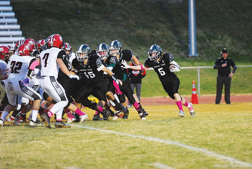 21-10-13 WRHS football 6.jpg