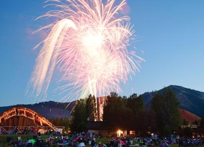 20-07-08 Fourth Of July Fireworks 3 Roland.jpg