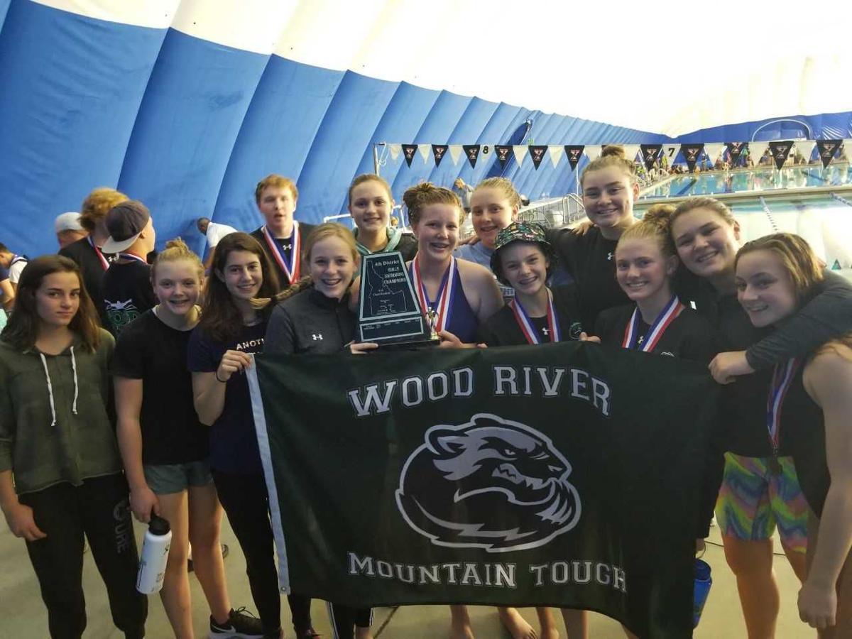18-10-31 wr swim team@