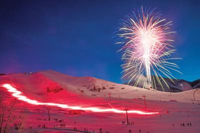 20-12-30 Torchlight Parade Fireworks 2 Roland C.jpg