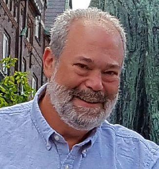 Peter Strauss columnist mug