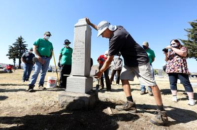 Monument conservator teaches workshop at Butte cemetery