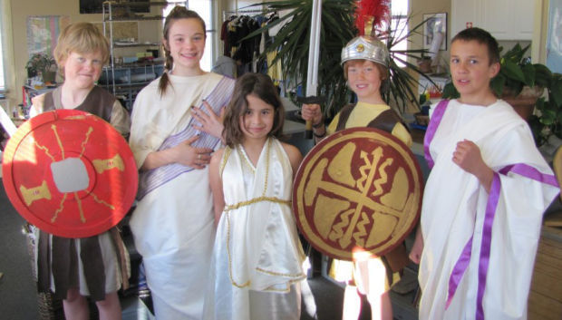 Montessori to stage 'Julia Caesar'