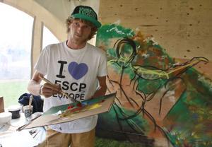 French-Irish muralist paints live at An Rí Rá