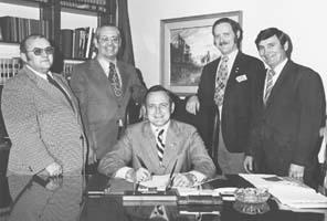 Former governor dies