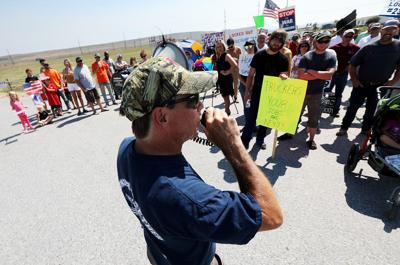 Unionized workers gather at picket line (copy)