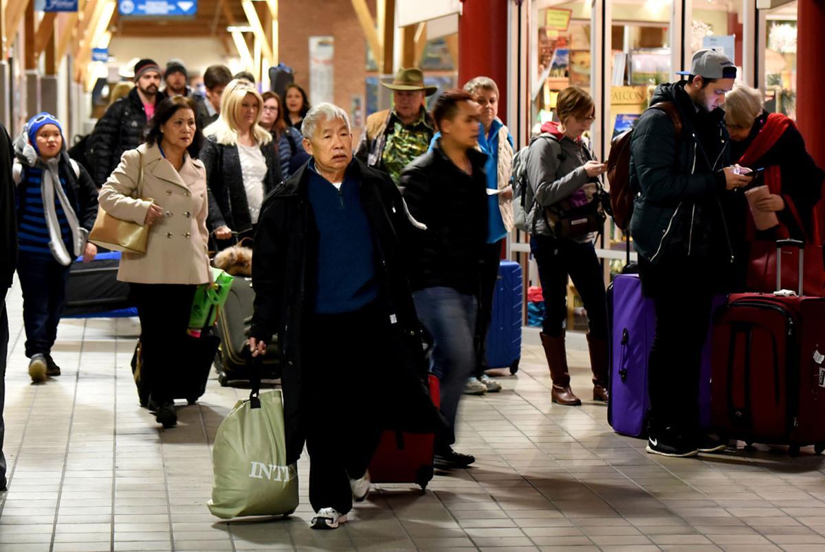 031917 airport crowd file kw.jpg