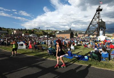 Free music festival brings a crowd to the Original Mineyard