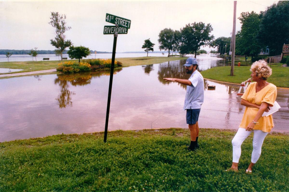 6af7031f376 FLOOD UPDATES: Catastrophe strikes Davenport   River overruns flood  barriers, triggering frantic escapes     muscatinejournal.com