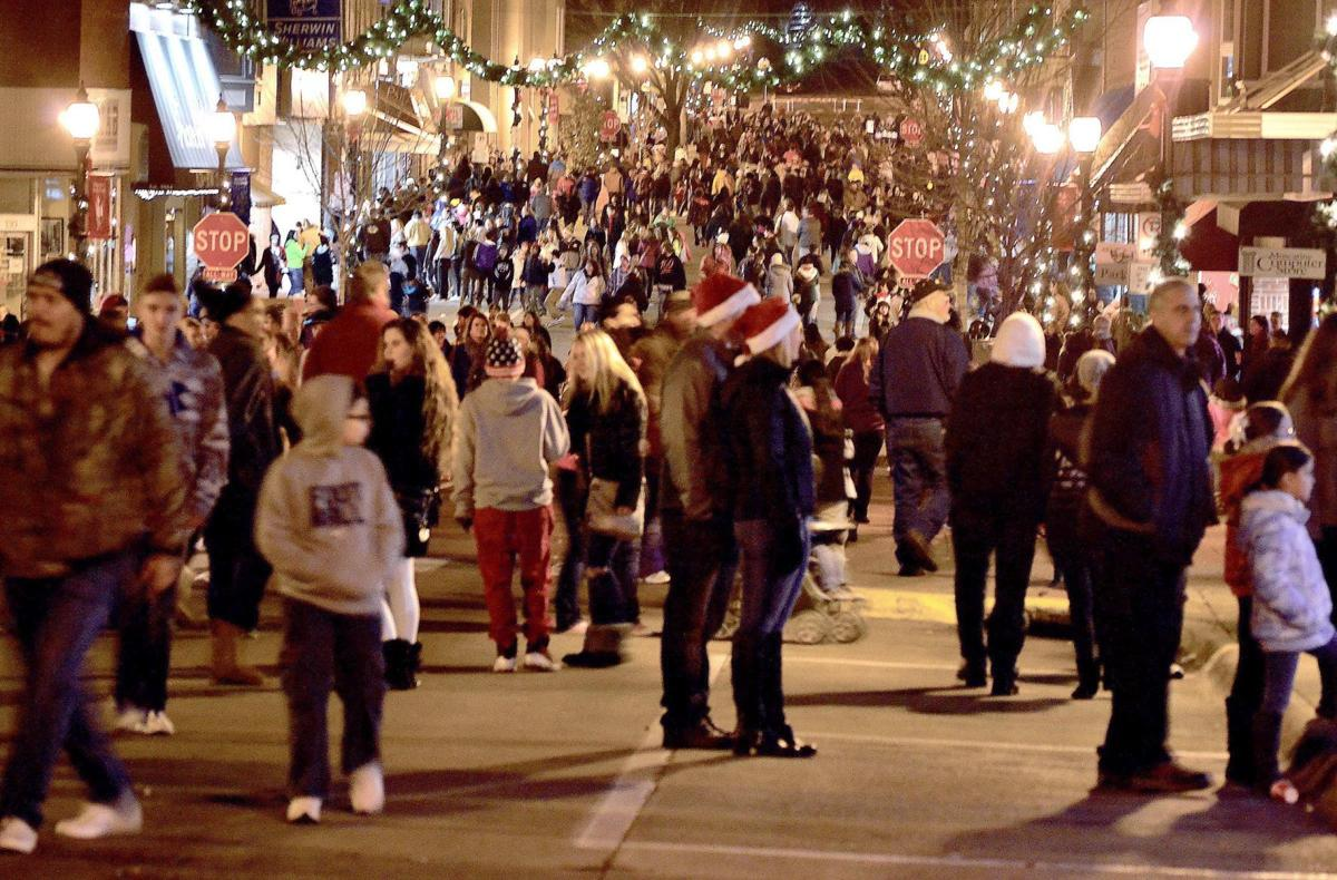 Muscatine Iowa Christmas Stroll 2020 34th annual Holiday Stroll Friday night in downtown Muscatine