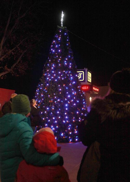 Muscatine Christmas Stroll 2020 35 years of holiday fun: The annual Muscatine Holiday Stroll is