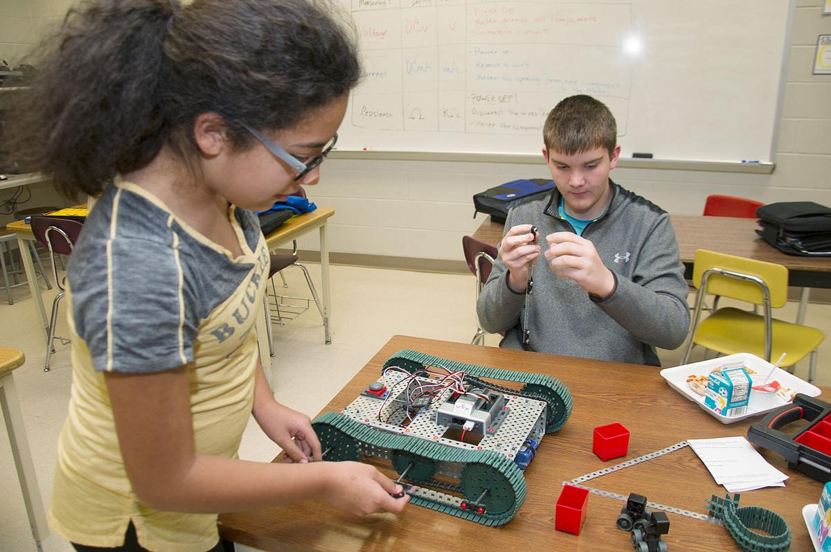 Troubleshooting Teamwork Part Of Central Middle School S Robotics