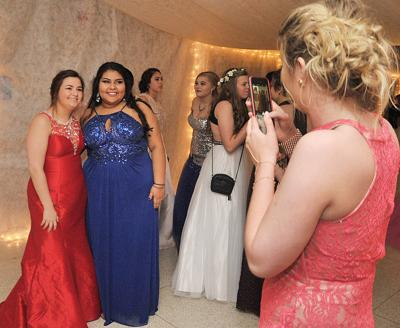 MHS prom-picture time