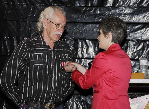 Kemper receives medals