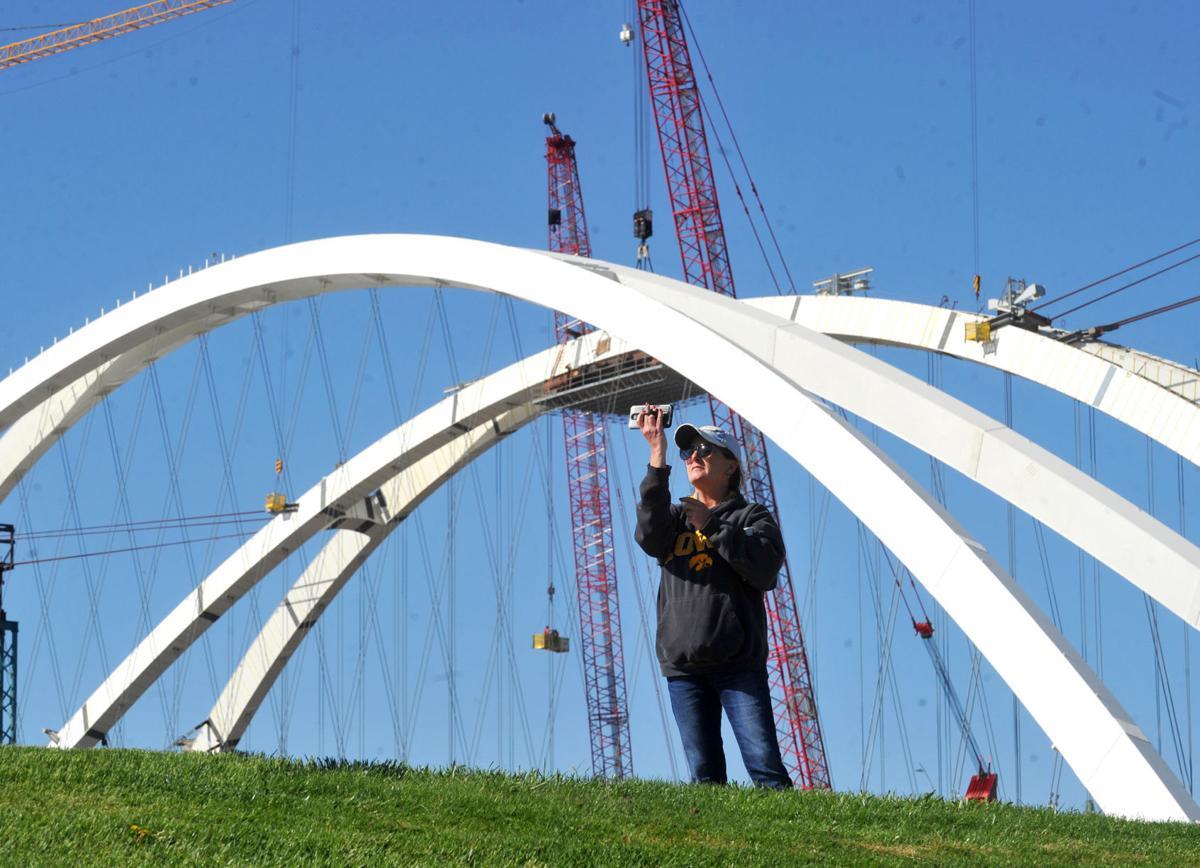 050521-qc-nws-bridge-143