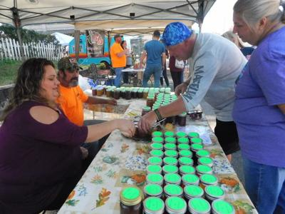 'Cue lovers find their way to Fort Gibson