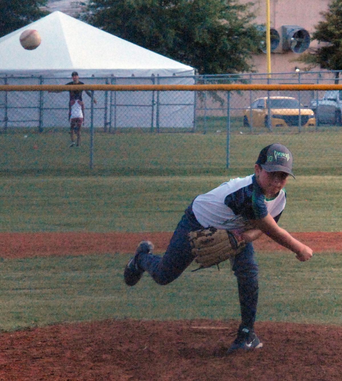 veenom pitcher 2.JPG