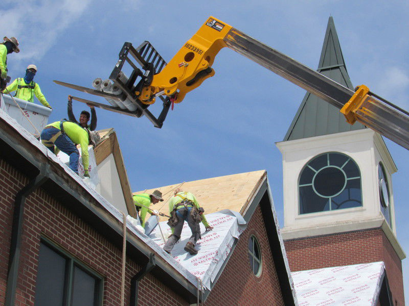 Workers replace NSU Muskogee roof