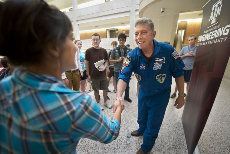 Mike Fossum meets students