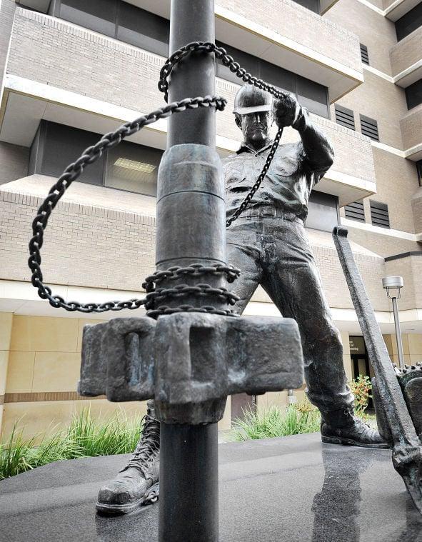 The Roughneck Landmarks Amp Statues Myaggienation Com
