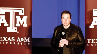 Musk makes surprise appearance: Enthusiasm around Hyperloop impresses founder of SpaceX
