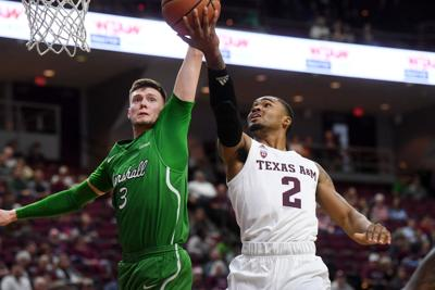 Bench players help Texas A&M men's basketball team win fifth straight